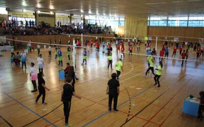 Los alumnos oscenses de Secundaria disfrutaron de la práctica deportiva en el V Encuentro Intercentros de Minivolei